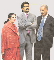 Mr. Kumar Mangalam Birla stands tall in the supportive company of his mother Mrs Rajashree Birla and grandfather Mr. B. K. Birla